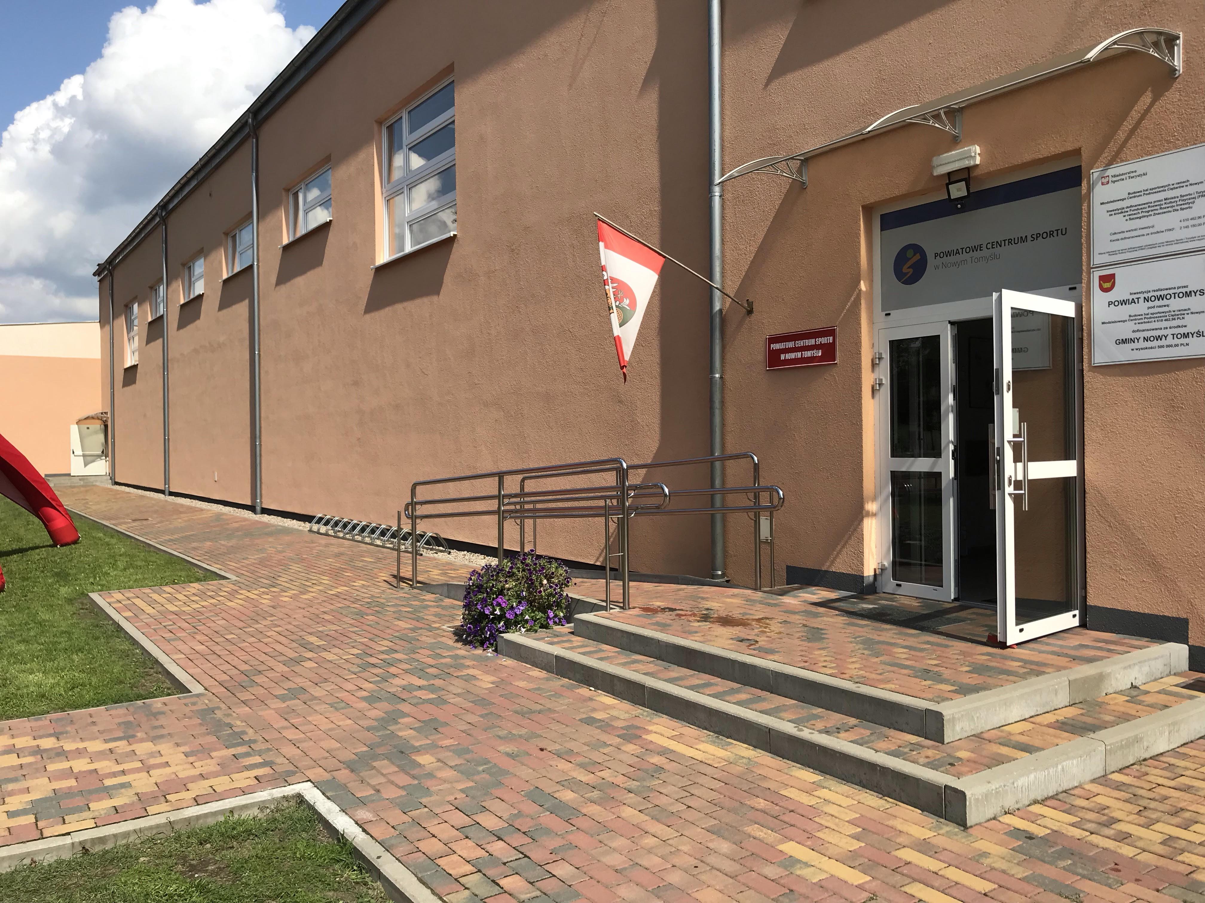 Budynek Powiatowego Centrum Sportu w Nowym Tomyślu
